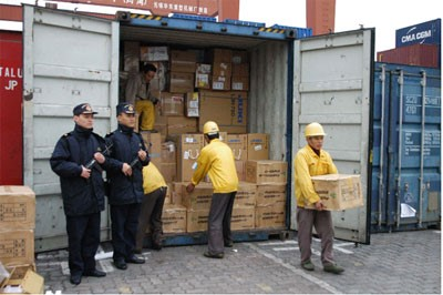 E-cigs being confiscated on the Hong Kong and Shenzhen border.